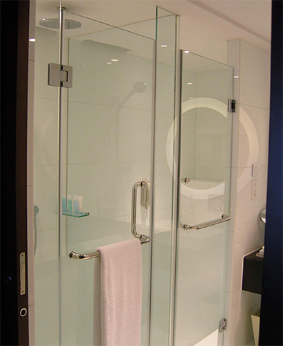 Frameless design of shower screen Singapore
