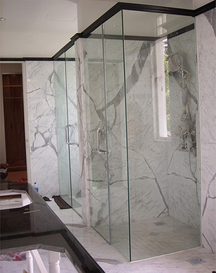 Unique shower screen